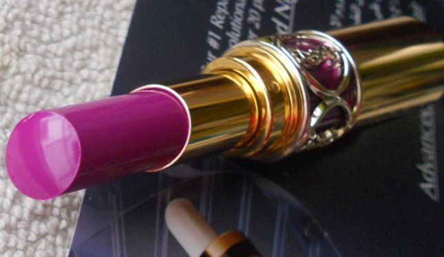 Yves Saint Laurent 19 Fuchsia in Rage lipstick reviews