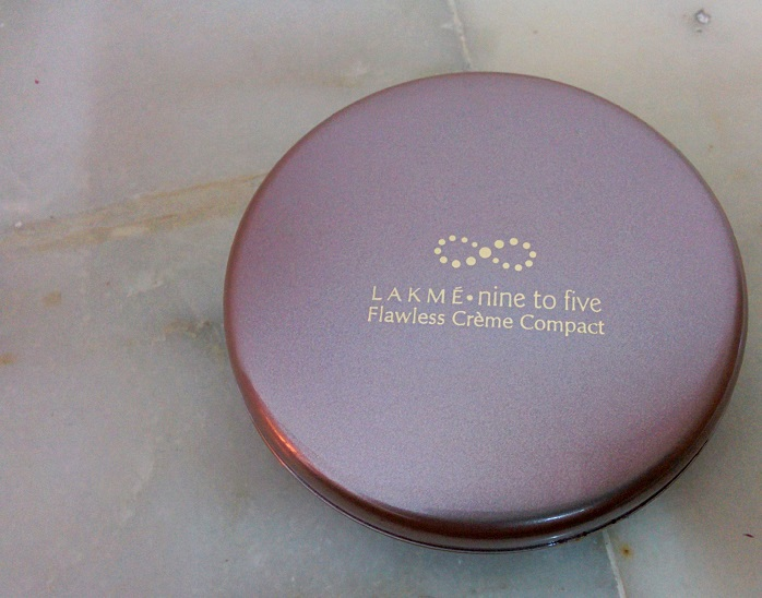 Lakme 9 to 5 Flawless Matte Complexion Compact review swatches blog