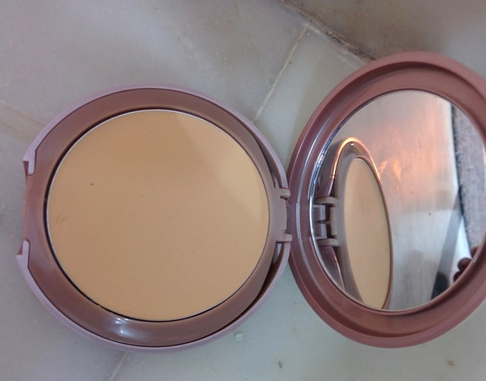 Lakme 9 to 5 Flawless Matte Complexion Compact reviews