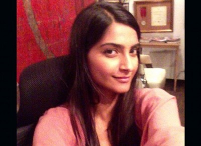 sonam kapoor without makeup