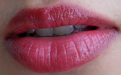 Lakme Absolute Gloss Addict Lipstick Perfect Plum Review lip Swatch