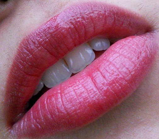 Lakme Absolute Gloss Addict Lipstick Perfect Plum Review lip Swatches