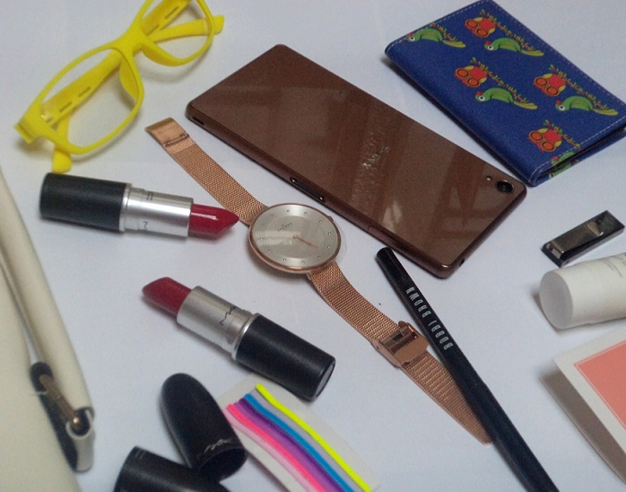 whats in my bag fashion blogger