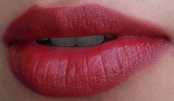 LOreal-Infallible-Lipstick-Persistent-Plum-Review-Swatches-lips