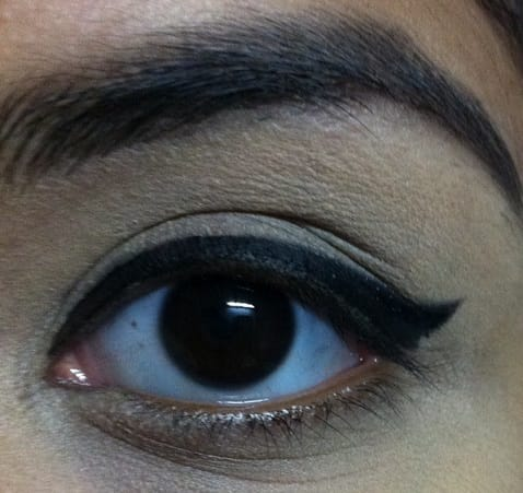 Lakme-Absolute-Precision-Liquid-Liner-Review-swatches-eyes