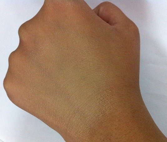 Nyx-Stay-Matte-But-Not-Flat-Liquid-Foundation-Review-Swatch