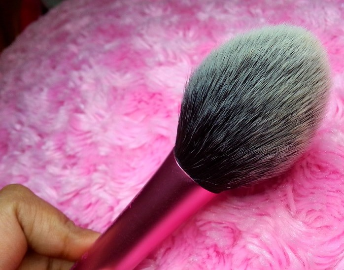Real-Techniques-Blush-Brush-by-Samantha-Chapman-Review-blog