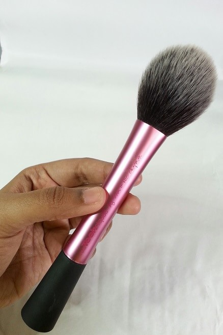 Real-Techniques-Blush-Brush-by-Samantha-Chapman-Review-india