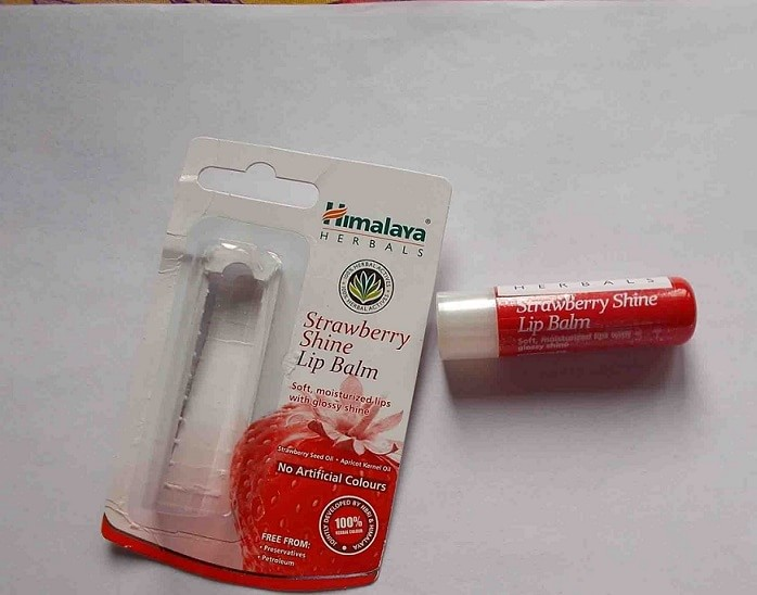 Himalaya-Herbals-Strawberry-Shine-Lip Balm-Review-Swatches-india