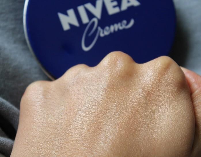 nivea-creme-on-face