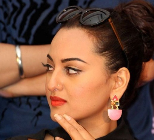 which-is-the-favourite-lipstick-of-sonakshi-sinha