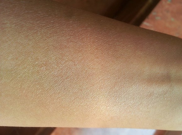 Chambor-Light-and-Sheer-Skin-Highlighter-Review-Swatch-before-after