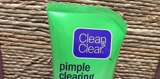 Clean-and-Clear-Pimple-Clearing-Face-wash-Review-Price