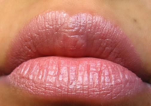 Lakme-Enrich-Satin-Lipstick-131-review-swatch-lips