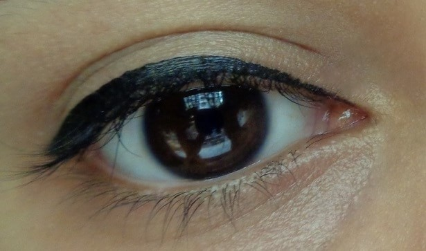 Maybelline-the-Colossal-Liner -Black-Review-Swatch-eyes