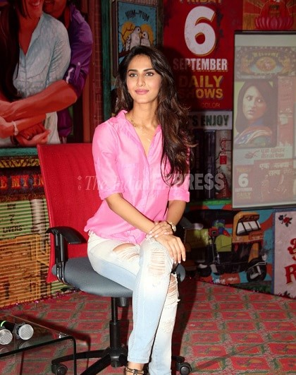 Vaani-Kapoor-bollywood-actress-rocking-the-ripped-jeans-trend