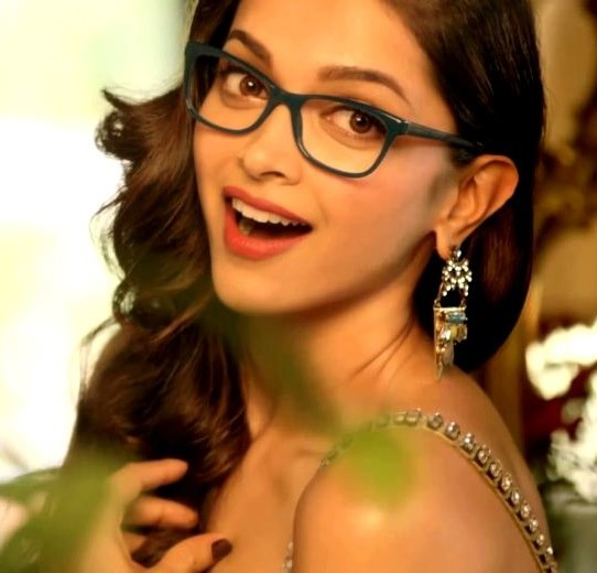 deepika-padukone-wearing-nerd-glasses
