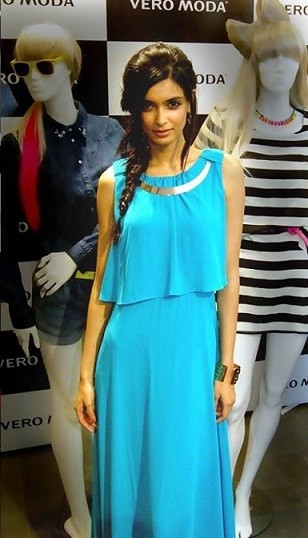diana-penty-how-to-wear-maxi-dress