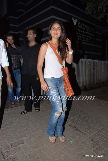 kareena kapoor-bollywood-actress-rocking-the-ripped-jeans-trend