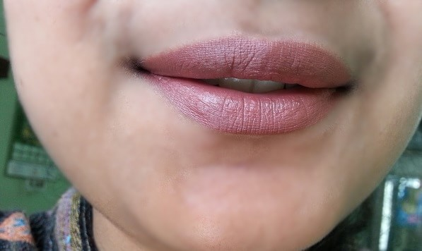 mac-whirl-lip-liner-review-swatches-indian-skin