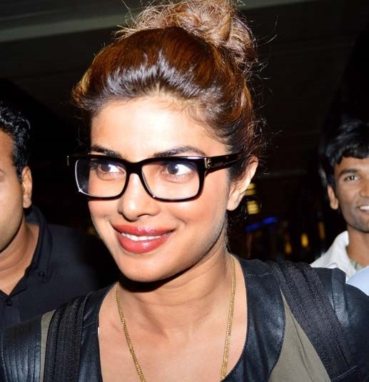 priyanka-chopra-wearing-nerd-glasses