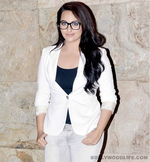 sonakshi-sinha-wearing-nerd-glasses