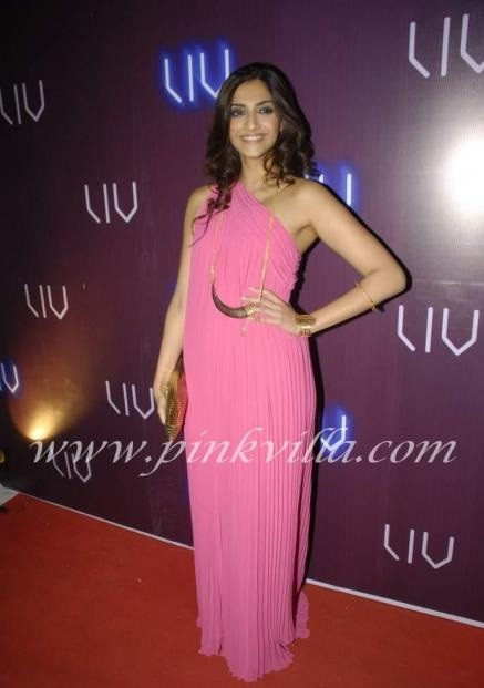 sonam-kapoor-how-to-wear-maxi-dress