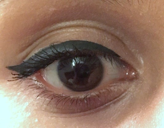 Maybelline-The Colossal-Volum-Express-mascara-review-swatch-eyes