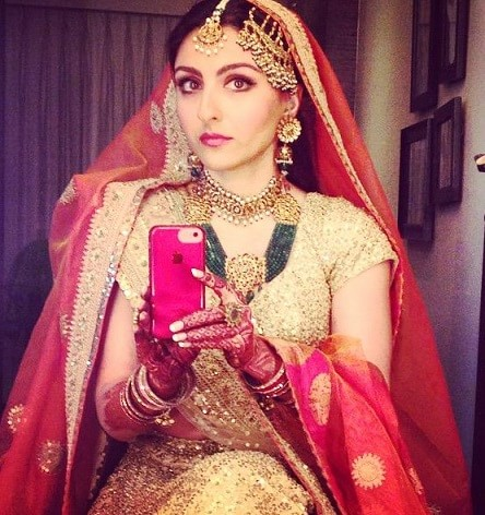 Soha-Ali-Khan-wedding-selfie-min