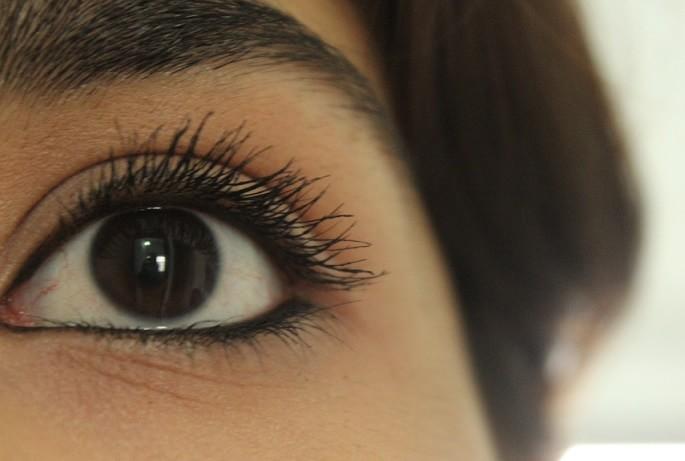 Maybelline-Volum-Express-Falsies-Big-Eyes-Mascara-Review-Swatch-eyes