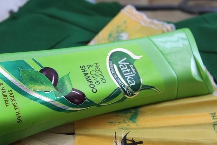 Vatika-Premium-Naturals-Henna-Olive-Shampoo-Review