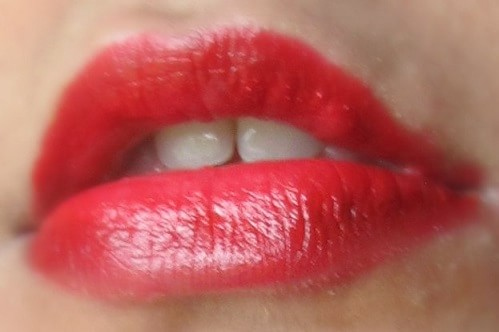 Chanel-Rouge-Allure-Lipstick-No14-Passion-Review-Swatch-lips