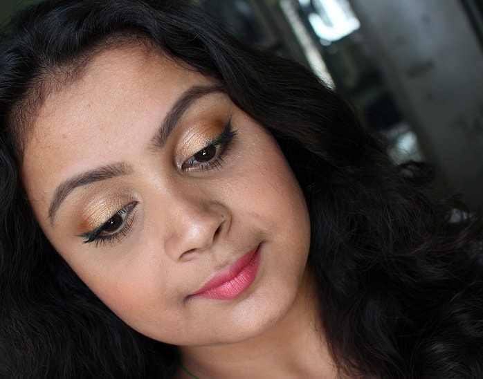 Maybelline-Colossal-Kohl-Crushed-Emerald-review-swatch-on-eyes