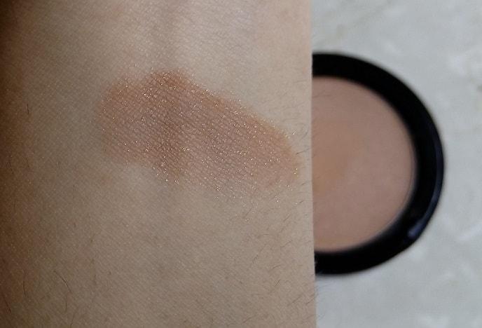 Bobbi-Brown-illuminating-bronzing-powder-review-swatches