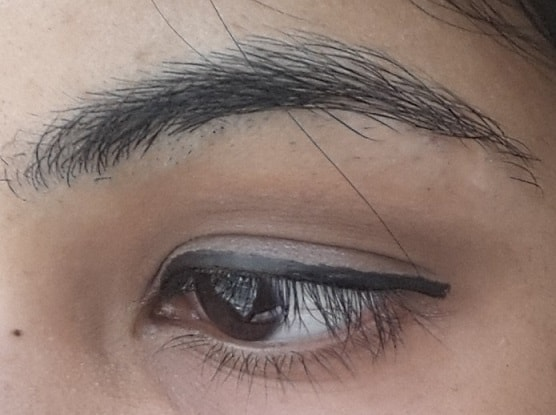 Faces-Glam-On-Perfect-Noir-Eyeliner-Review-Swatch-eyes