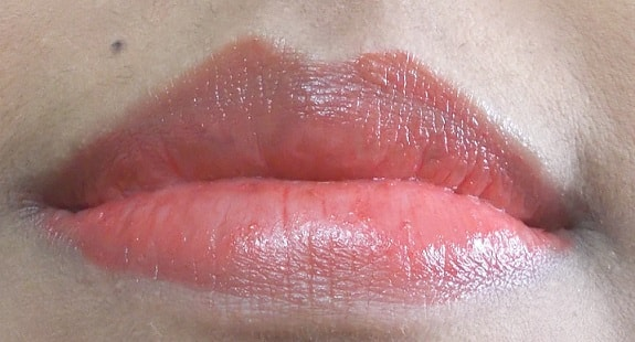 Chambor-Happy-Hues-Moisture-Plus-Lipstick-Ocean-Roses-Review-Swatch-lips