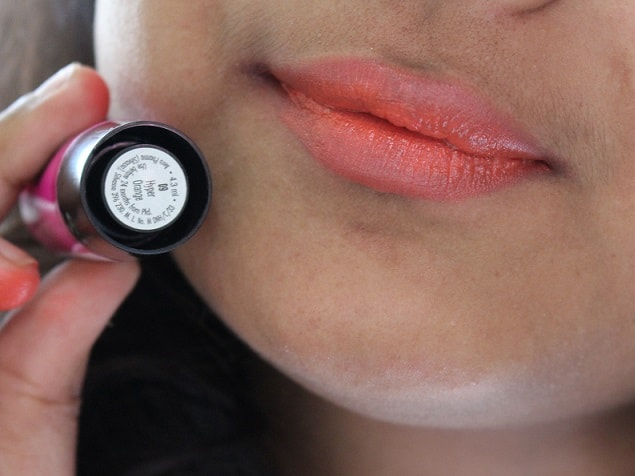 Elle18-Color-Boost-Lipsticks-Hyper-Orange-Review-Swatches-lips