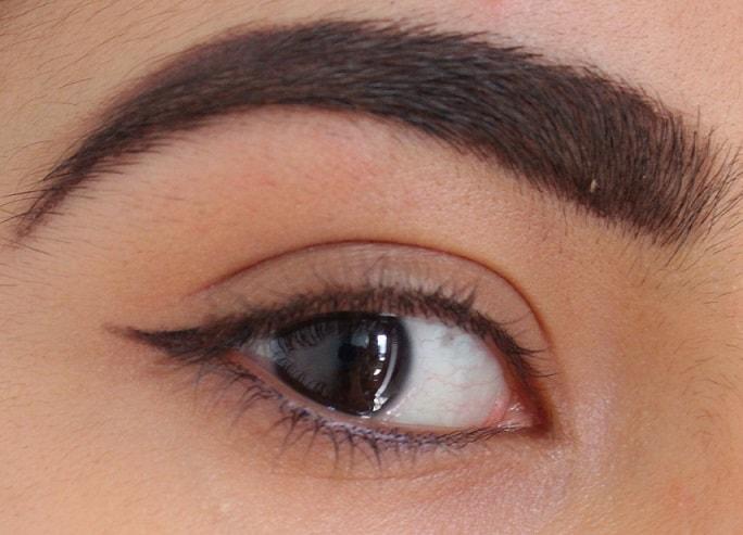 Essence-Eyebrow-Stylist-Set-Review-swatch-eyes