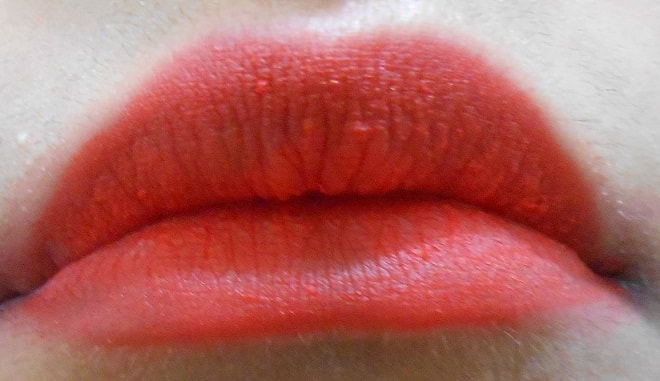 Lakme-Absolute-Lip-Pout-Matte-Lip-Tint-Tangerine-Touch-review-swatch-lips