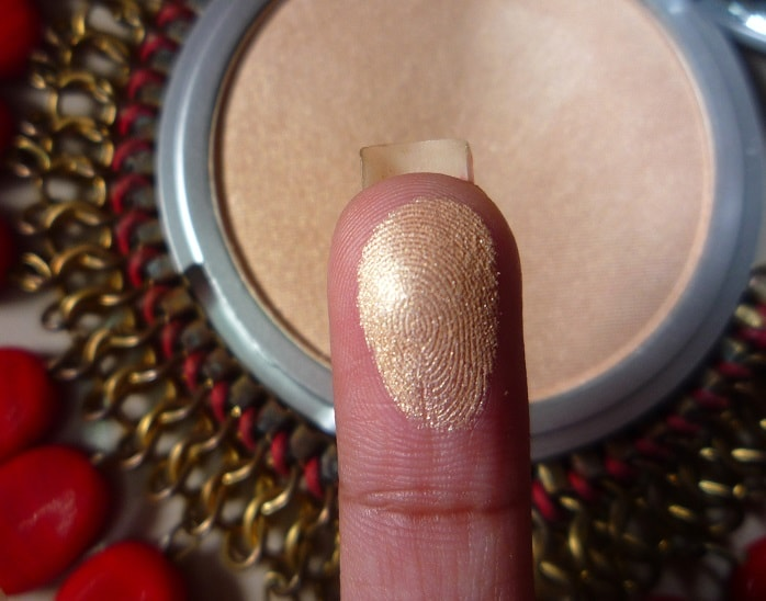 theBalm-Mary-Lou-Manizer-Luminizer-review-swatch