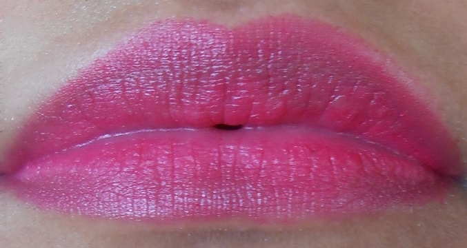 Lakme-Absolute-Lip-Pout-Matte-Lip-Tint-Pink-Fantasy-review-swatch-lips