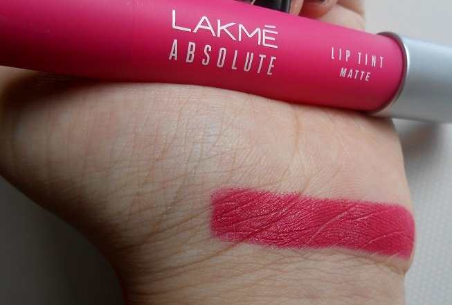Lakme-Absolute-Lip-Pout-Matte-Lip-Tint-Pink-Fantasy-review-swatches