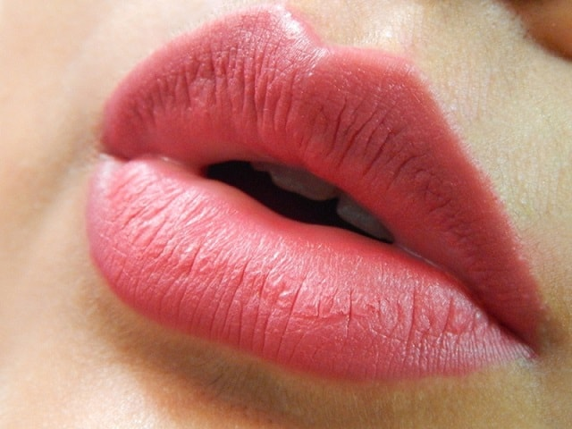 Miss-Claire-Soft-Matte-Lip-Creams-Reviews-Swatches-lips-08