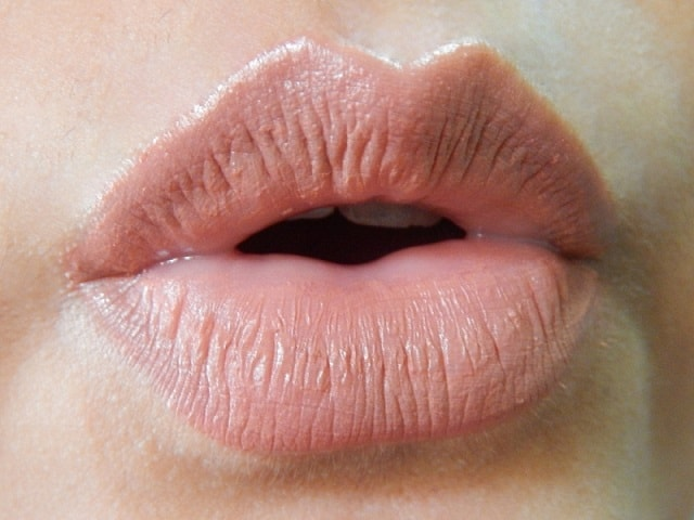 Miss-Claire-Soft-Matte-Lip-Creams-Reviews-Swatches-lips-09
