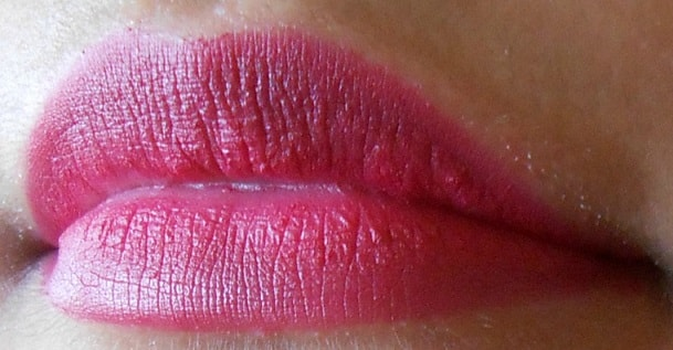 Lakme-Absolute-Magenta-Magic-Lip-Tint-Matte-Review-swatch-lips
