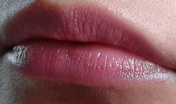 Lakme-Lip-Love-Lip-Care-grape-lip-balm-review-swatch-lips