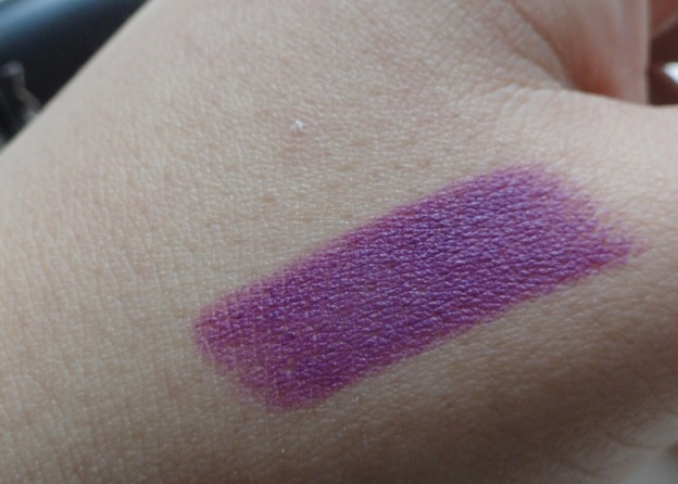 MAC-Heroine-Matte-Lipstick-Review-Swatches