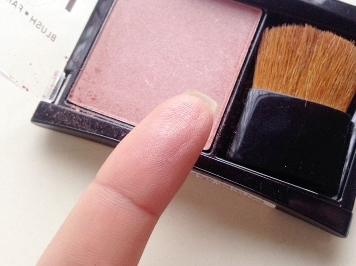 Maybelline-Fit-Me-Blush-Medium-Nude-208-review-swatch-indian-skin