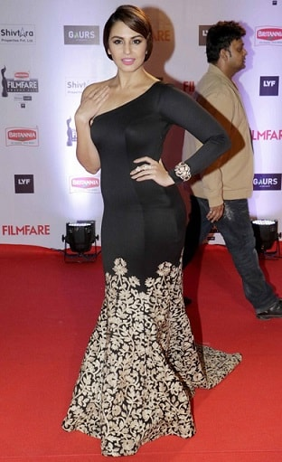 huma-qureshi-filmfare-2016-dress