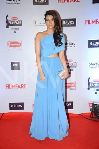 kriti-sason-filmfare-2016-dress